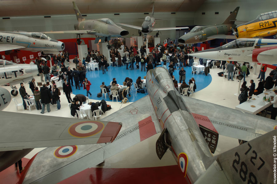 04_hall_avions-de-chasse_soiree_museedelair