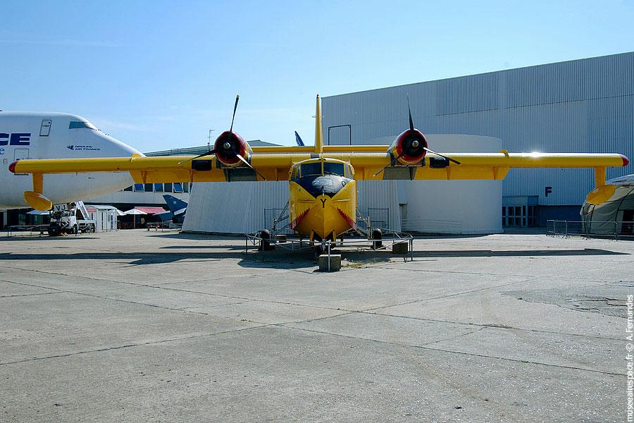 Agrandir Canadair CL-215