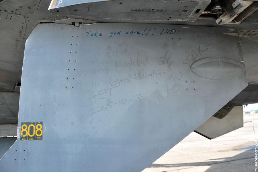 07-saab-sk-37e-viggen-tarmac-museedelair