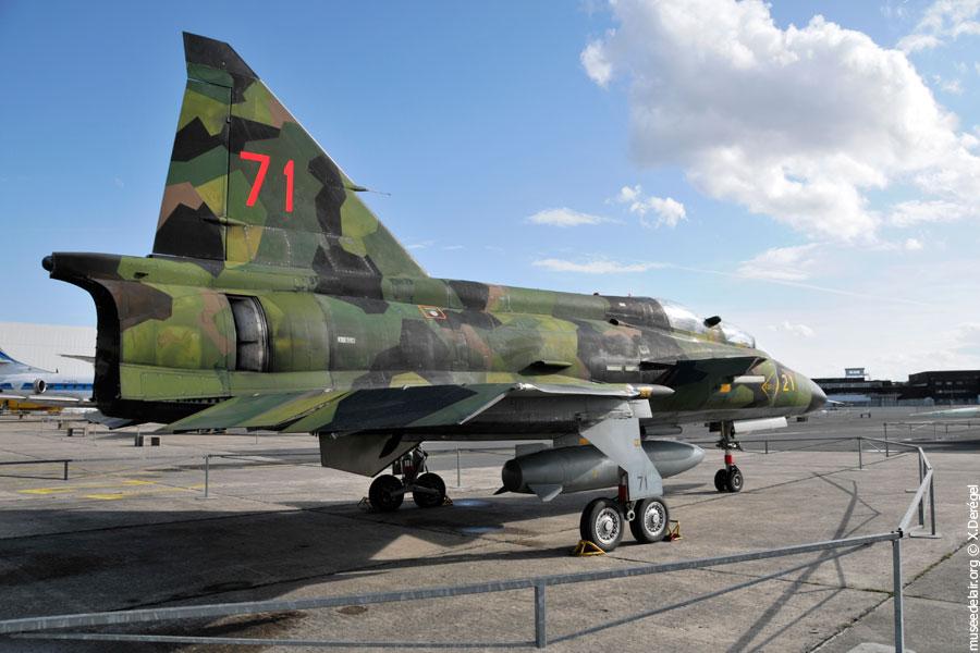 09-saab-sk-37e-viggen-tarmac-museedelair