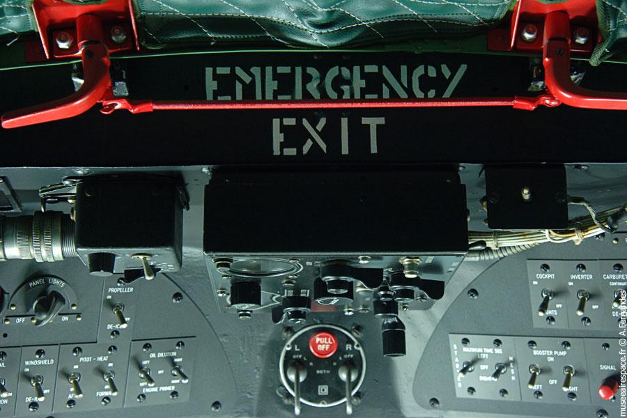 Panneau supérieur dans le Cockpit du Dakota