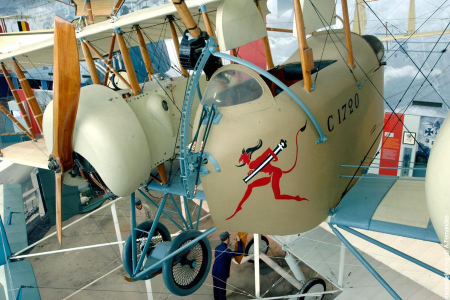 Agrandir Caudron G.4, 1915, deux moteurs Rhône de 80 CH.