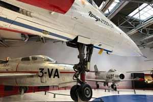 Visite guidée sur le Mystère IV et Mirage 2000