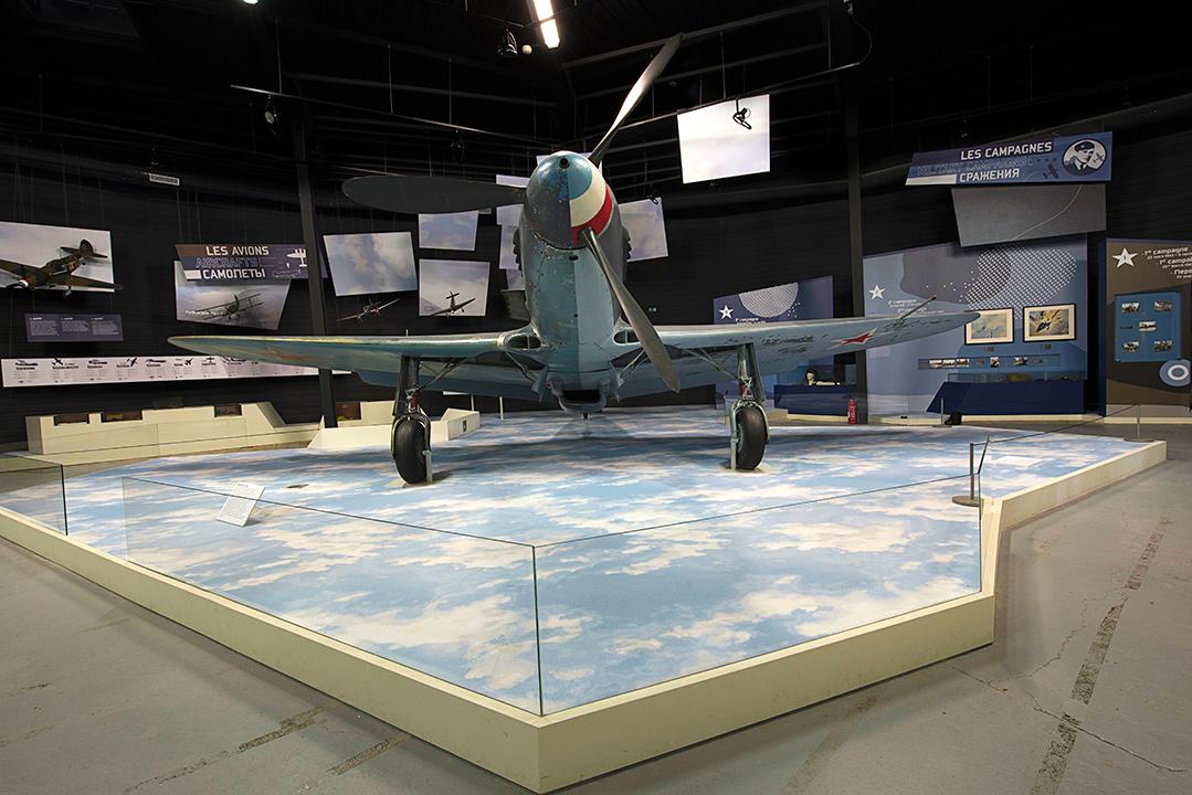 Yak 3 dans le Hall Normandie - Niemen