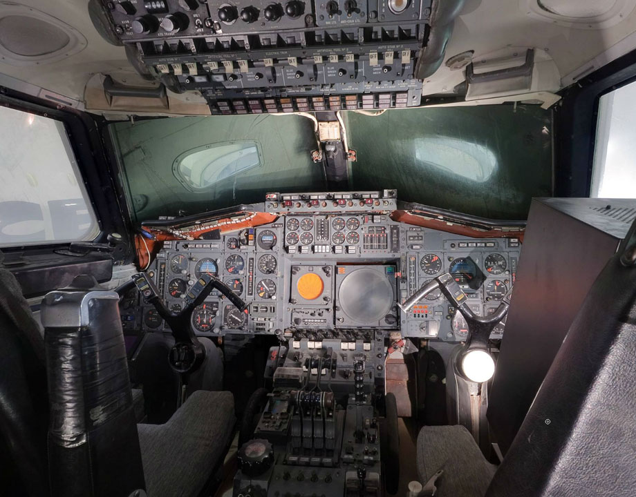 Cockpit Concorde prototype 001 F-WTSS