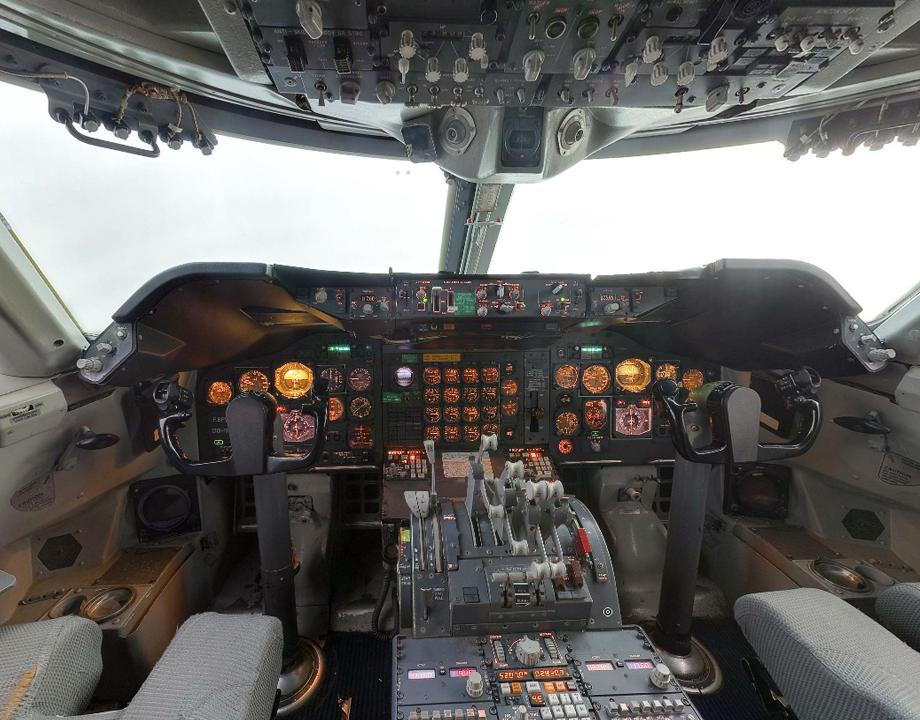 cockpit boeing 747 f bpvj