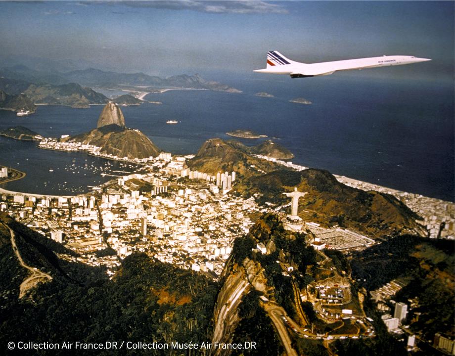 Concorde survolant la baie de Rio en 1976