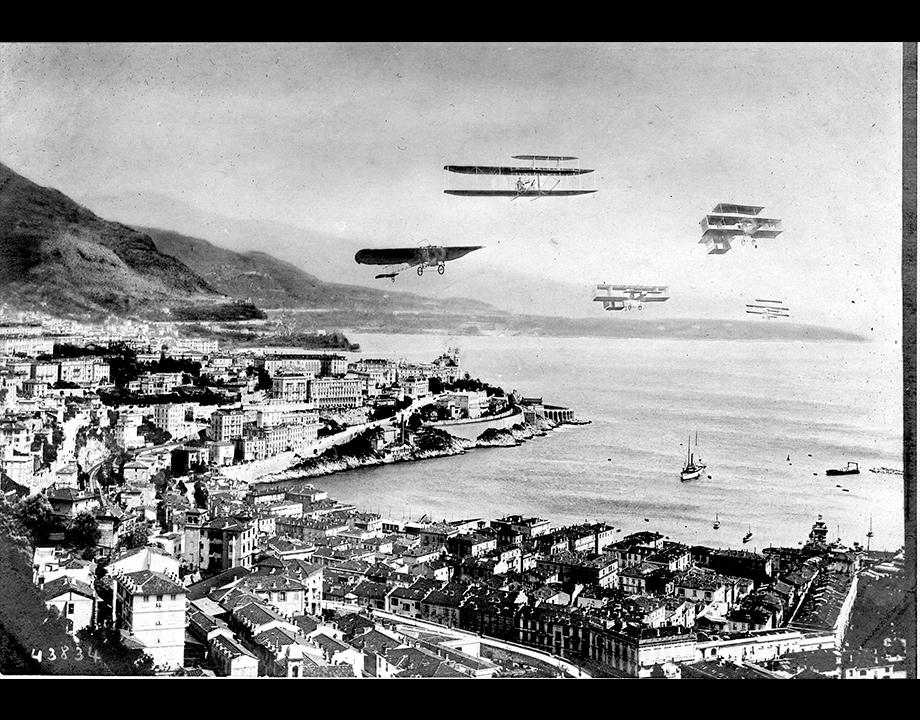Un ballet aérien imaginaire : photomontage destiné à promouvoir le Meeting de Monaco, 1909. Col. Musée de l'Air et de l'Espace – Le Bourget