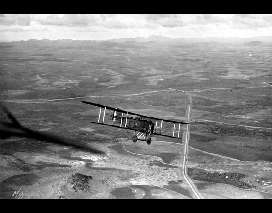 Photo aérienne d'un Bréguet XIV en vol en 14-18, Col. Musée de l'Air et de l'Espace – Le Bourget