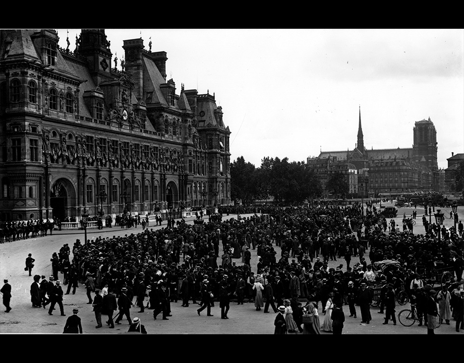 Arrivée de Louis Blériot en calèche pour une réception à l'Hôtel de Ville, 1909, Col. Musée de l'Air et de l'Espace – Le Bourget