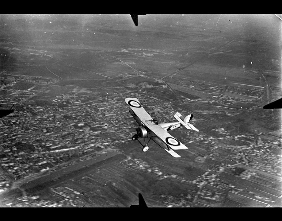 Un aviateur (René Mesguisch) en patrouille au-dessus de Reims, s.d. Col. Musée de l'Air et de l'Espace – Le Bourget