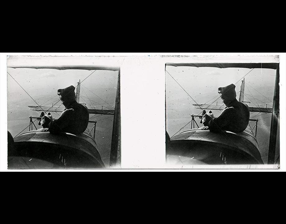 Un observateur en vol, photographié au stéréoscope. 1914-1918, Col. Musée de l'Air et de l'Espace – Le Bourget