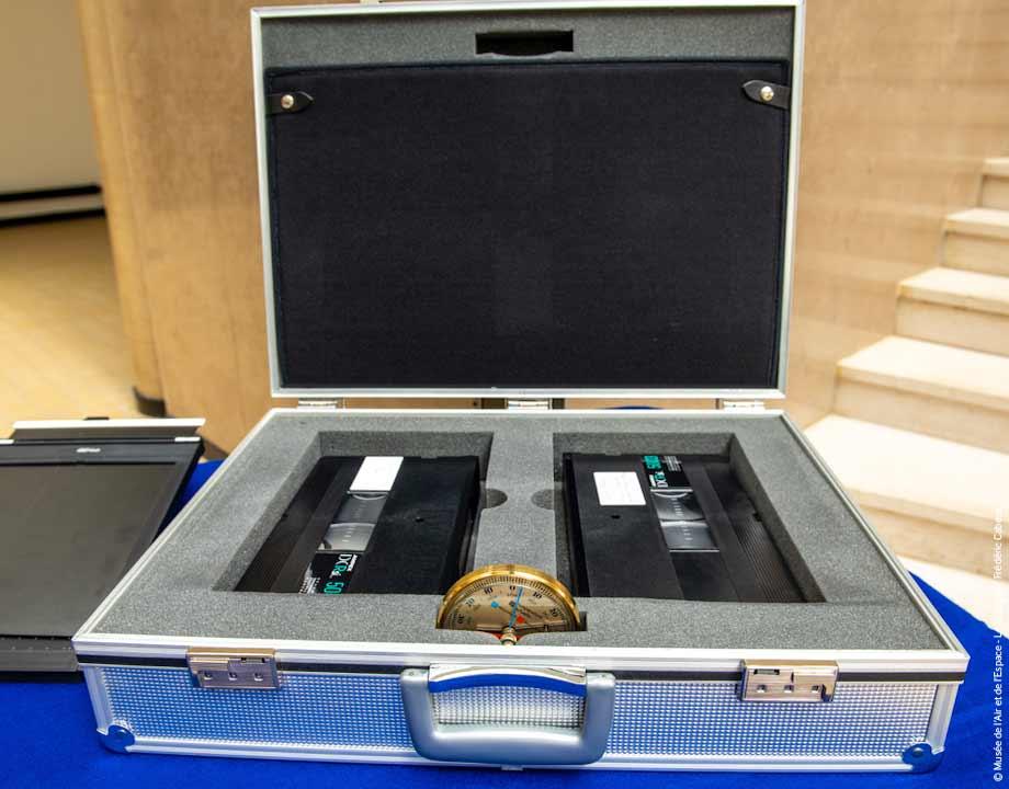 Agrandir Mallette de transport pour cassette HDDT capitonnée.